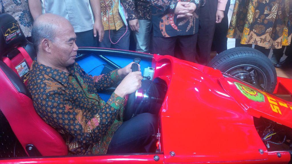 Mendikbud Jajal Mobil Formula Hybrid Buatan SMK Muhammadiyah Imogiri