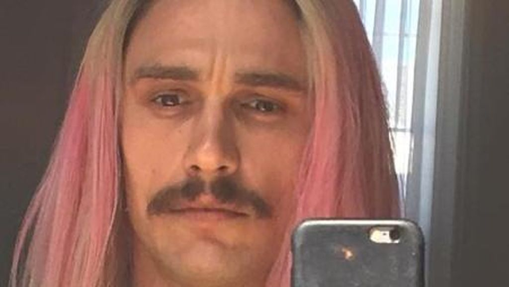 James Franco Ubah Penampilan dengan Mengecat Rambut Jadi Warna Pelangi