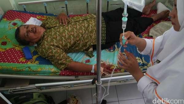 Guru Dasrul Korban Pemukulan Jalani Operasi Bedah Hidung