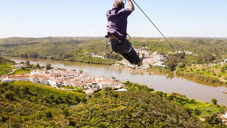 Flying fox ekstrem, naik dari Spanyol mendarat di Portugal (Limit Zero)