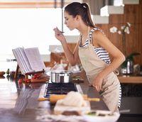 7 Kesalahan yang Paling Sering Dilakukan Saat Bumbui Masakan