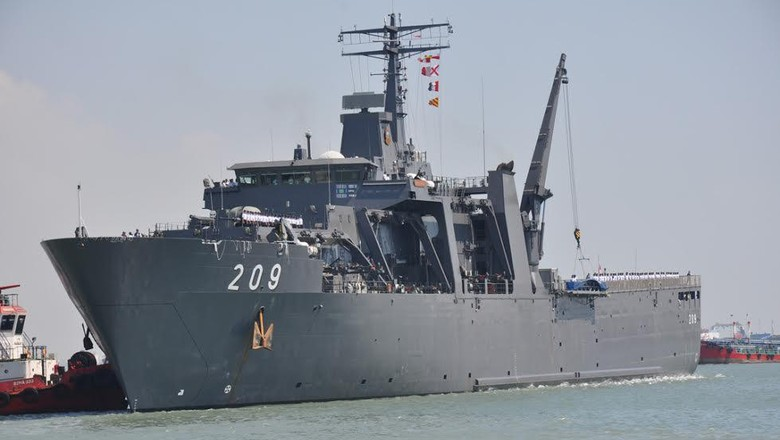 Kapal Perang Singapura Merapat ke Surabaya