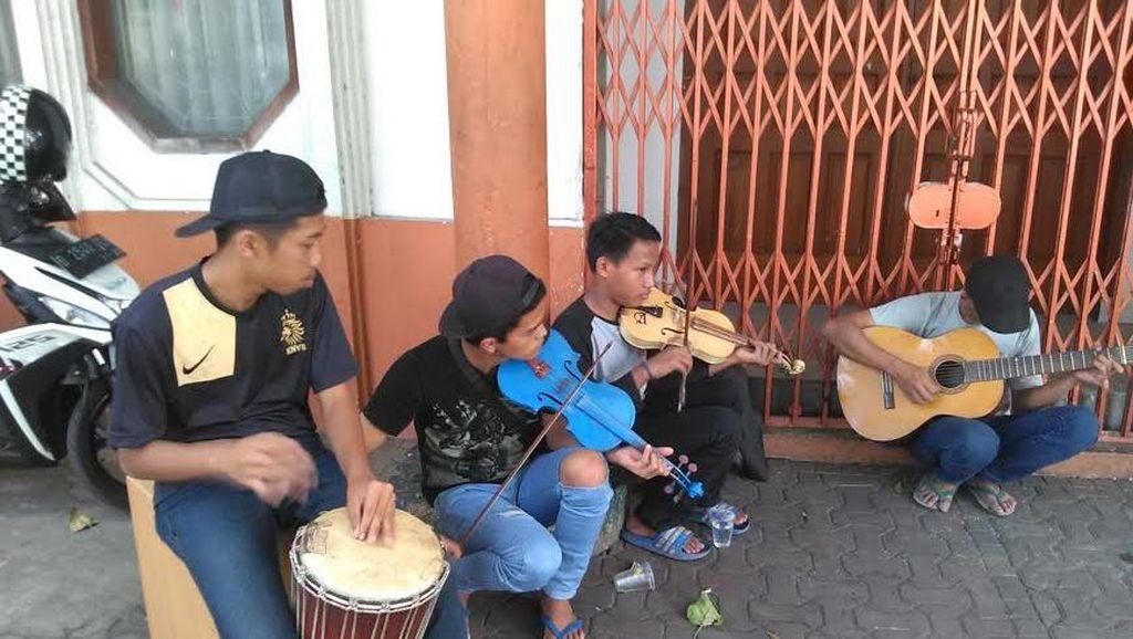 Pengamen Jalanan yang Mainkan Lagu Victory Punya Mimpi Main Bareng Addie MS