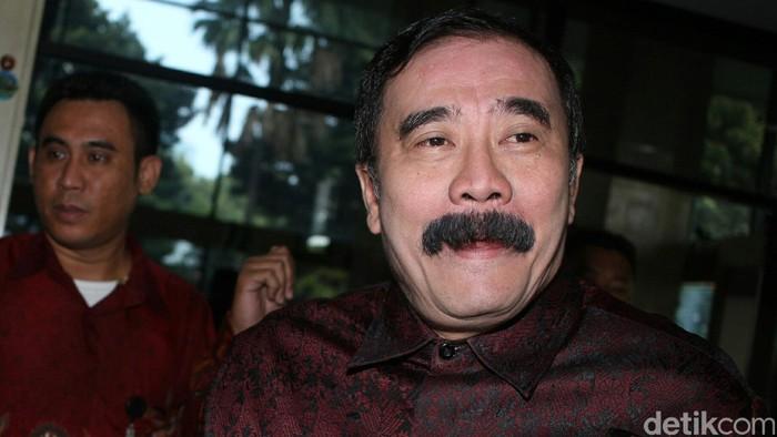 Dirjen Bina Keuangan Daerah Kementerian Dalam Negeri, Reydonnyzar Moenek diperiksa KPK terkait kasus suap rencana proyek 12 ruas jalan di Sumatera Barat.