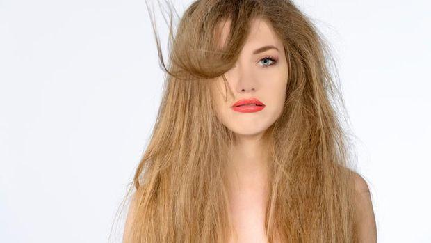 cara alami atasi rambut kusut