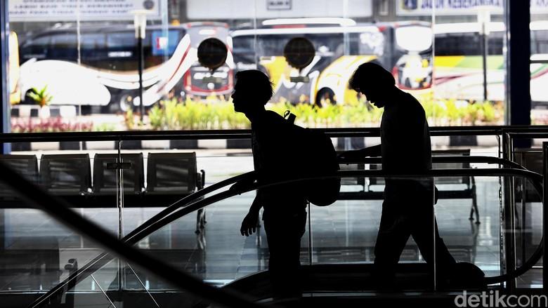 Ilustrasi penumpang di Terminal Pulogebang (Rengga/detikcom)