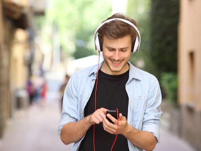 ilustrasi mendengarkan musik