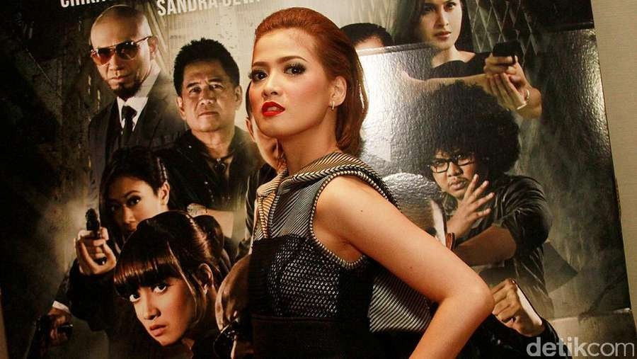 Tidak Centil, Chika Jessica Tampil Garang di Pemutaran Film Triangle