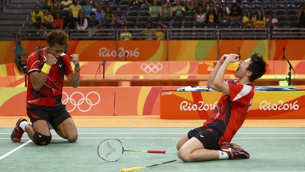 Tontowi/Liliyana meraih medali emas Olimpiade 2016 usai mengalahkan pasangan China, Zhang Nan/Zhao Yunlei.