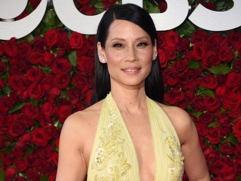 Butuh 9 Jam untuk Ubah Warna Rambut Lucy Liu dari Hitam Jadi Pirang
