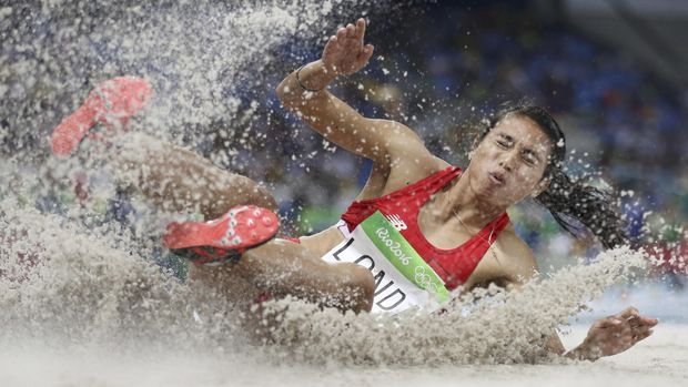 Maria Londa membuat kejutan dengan meraih emas pada Asian Games 2014 di cabang lompat jauh.