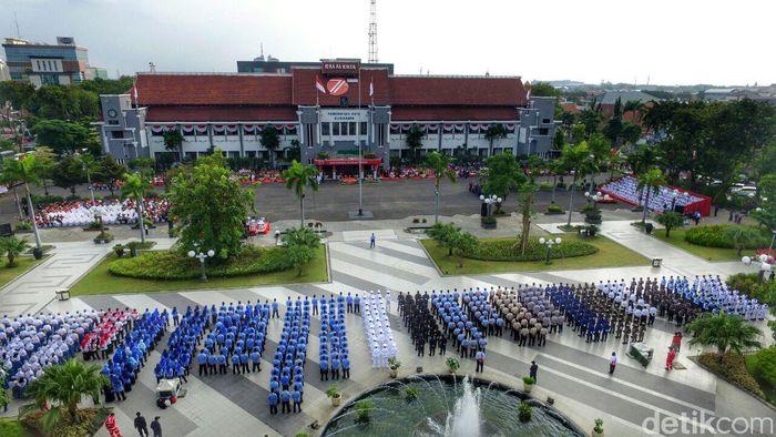 Upacara HUT RI di Taman Surya Surabaya (Foto: Zaenal Effendi)
