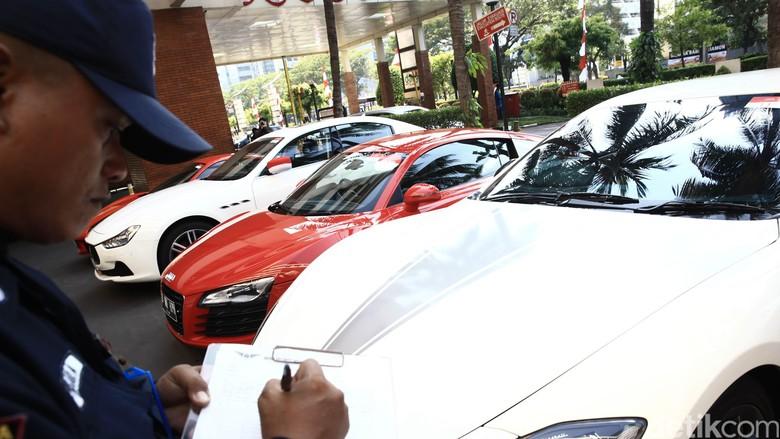 Aneka mobil sport mewah di Jakarta (Foto: Hasan Alhabshy)