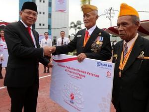 BRI Serahkan Bantuan di Papua