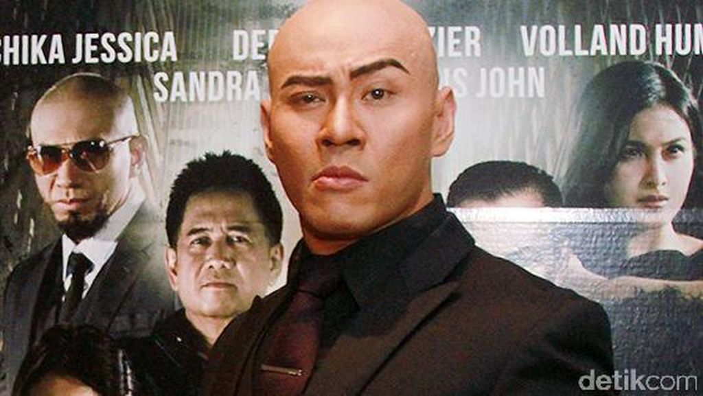 Deddy Corbuzier Fitting Jas dengan Samuel Wongso, Siap Nikah?