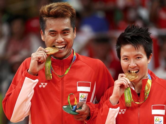 Tontowi Ahmad/Liliyana Natsir sukses meraih medali emas Olimpiade 2016 Rio de Janeiro setelah mengalahkan pasangan Malaysia, Chan Peng Soon/Goh Liu Ying di Riocentro Pavilion, Rio de Janeiro, Rabu (17/8/2016) malam WIB.