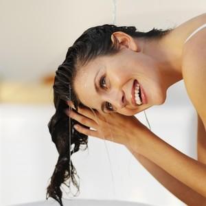 7 Kondisioner untuk Rambut Tipis yang Nggak Bikin Lepek