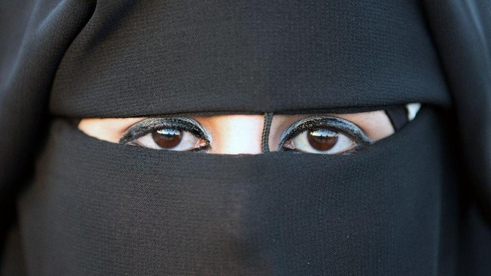 German politicians are mulling a partial ban on Islamic face veils amid a fierce national debate on integration (AFP Photo/Menahem Kahana)