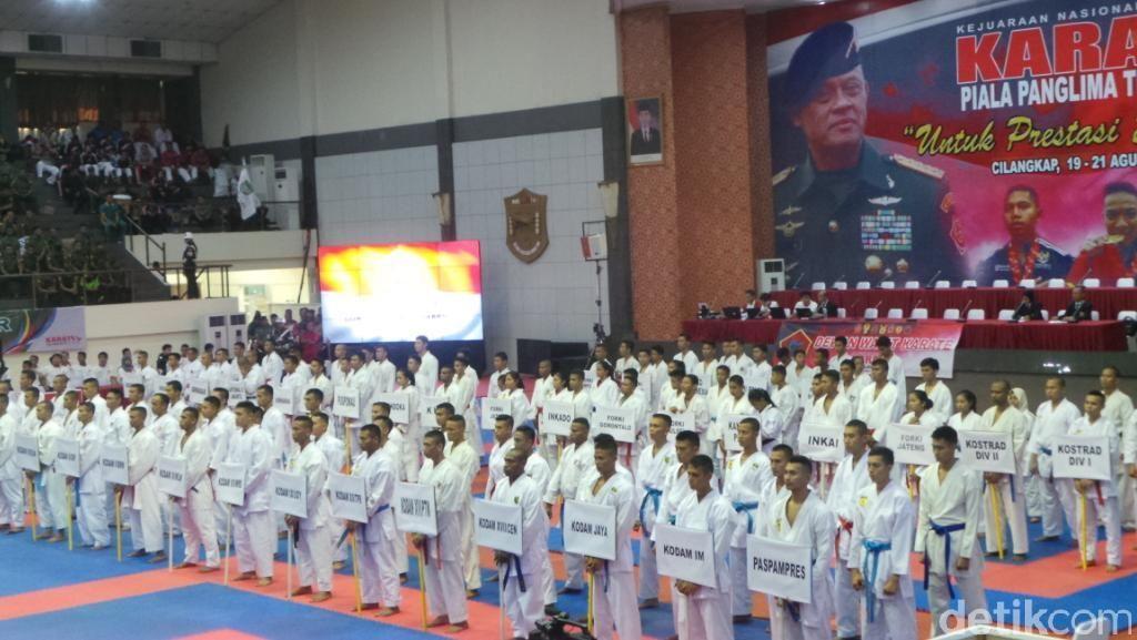 Ribuan Karateka Ikuti Kejurnas Karate Piala Panglima TNI