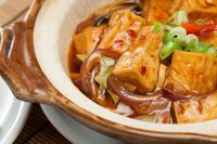 Siang Ini Enaknya Makan Sapo Tahu yang Gurih Hangat di Sini!