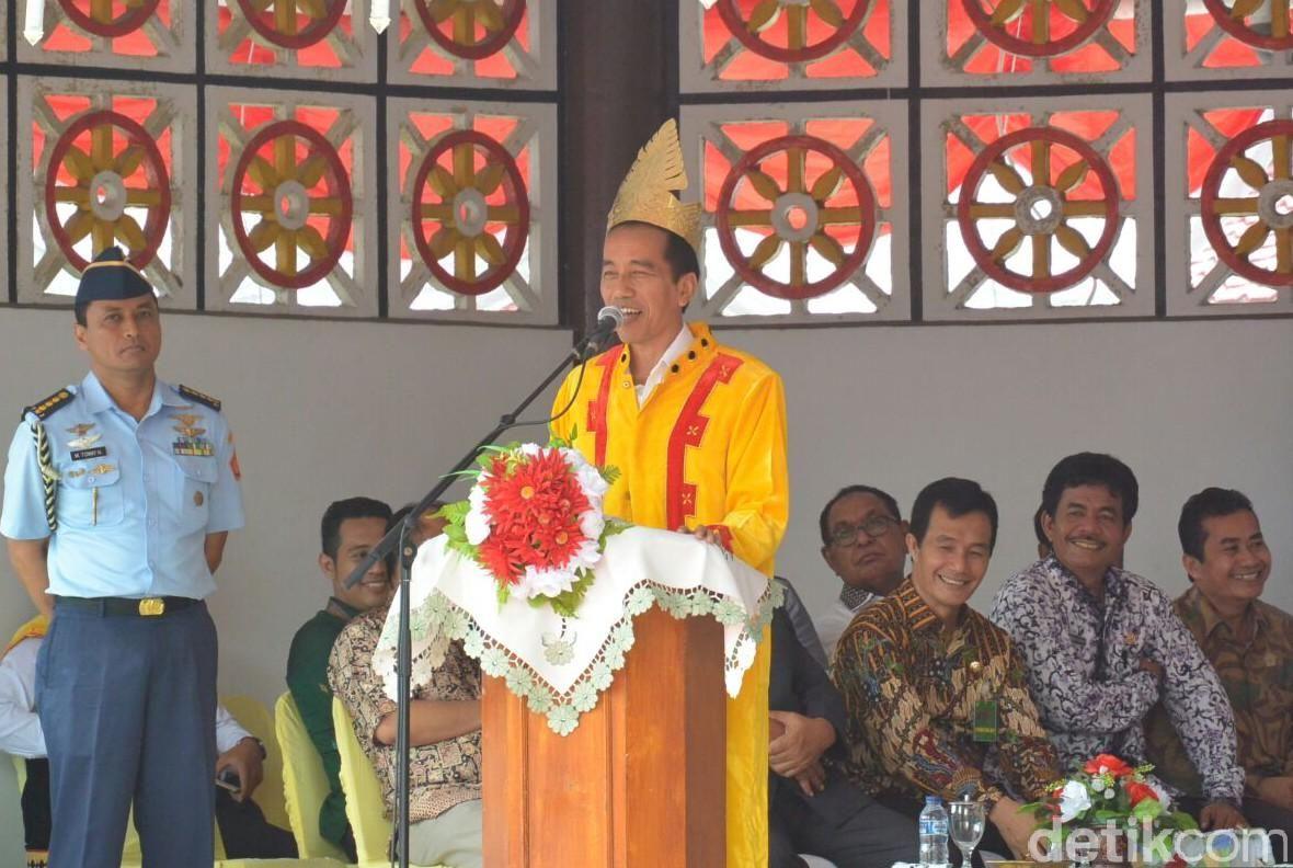 Presiden Joko Widodo (Jokowi) di Nias