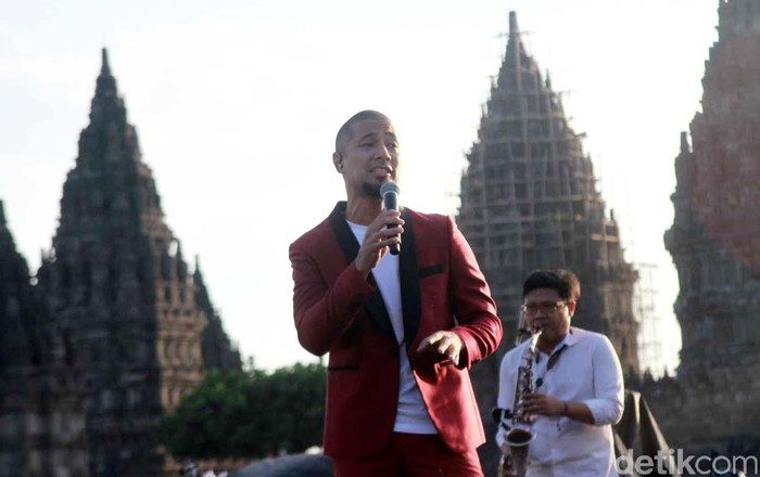 Gelaran musik Prambanan Jazz tahun ini menampilkan sederetan musisi terbaik dalam negeri. Tak hanya itu, ada pula penampilan spesial dari Boyz II Men juga Rick Price yang meramaikan acara. Yuk, simak penampilan mereka!