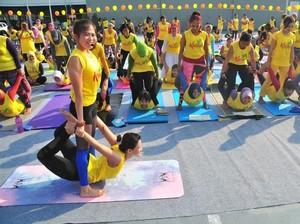 Tetap Sehat Saat Nyeri Haid dengan Yoga