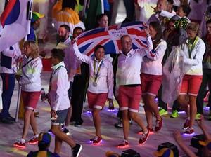 Gaya Atlet Inggris dengan Sepatu Menyala di Penutupan Olimpiade Rio 2016