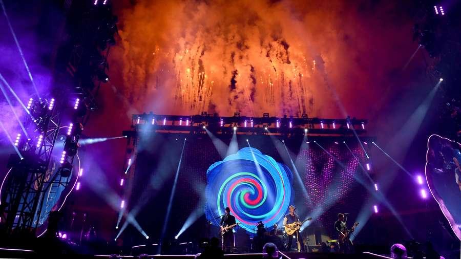 Rekaman Suara Charlie Chaplin sampai Muhammad Ali di Konser Coldplay