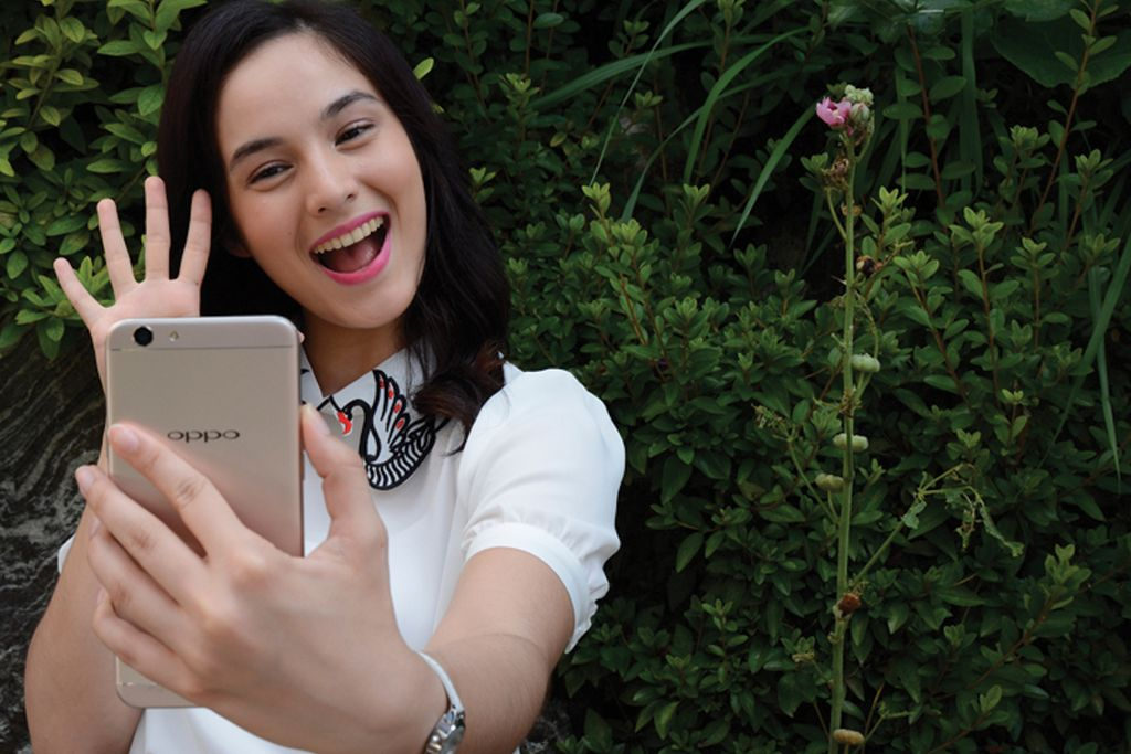 Chelsea Islan: Nature Beauty