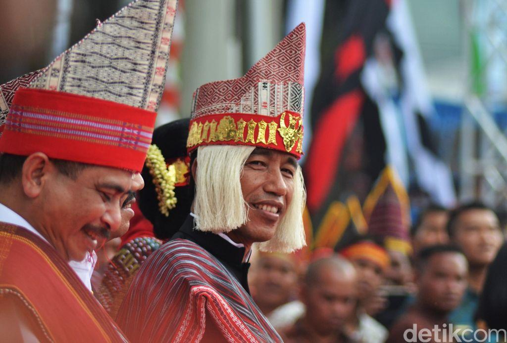 Cara Jokowi Mengubah Wajah Danau Toba