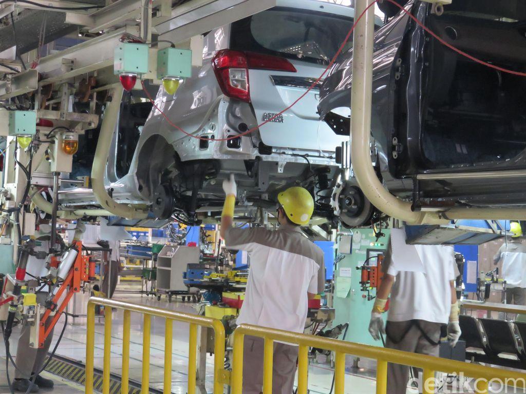 Ketua Dewan Perwakilan Daerah (DPD) Irman Gusman mengunjungi pabrik perakitan mobil dan Pusat Riset dan Pengembangan (R&D) PT Astra Daihatsu Motor (ADM) di Karawang, Jawa Barat.
