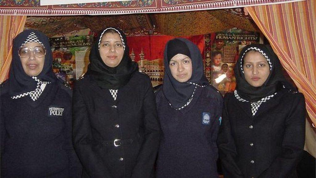 Polisi Skotlandia Umumkan Hijab Resmi Menjadi Bagian Seragam Polwan Muslim