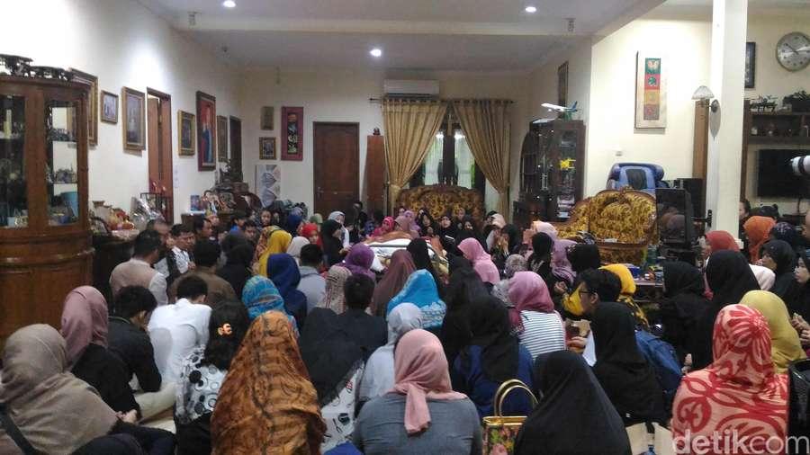 Suasana di Rumah Duka Tukul Arwana