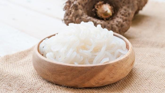 Mie shirataki yang kini jadi tren diet sehat terbaru. Foto: iStock