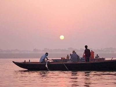 Santai Pagi di India, Jelajah Sungai Gangga Naik Perahu