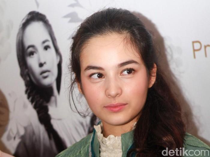 Foto Cantiknya Chelsea Islan Dengan Makeup Minimalis