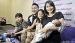 Happy Family! Bahagianya Keluarga Fenita Arie bersama Anak Ketiganya