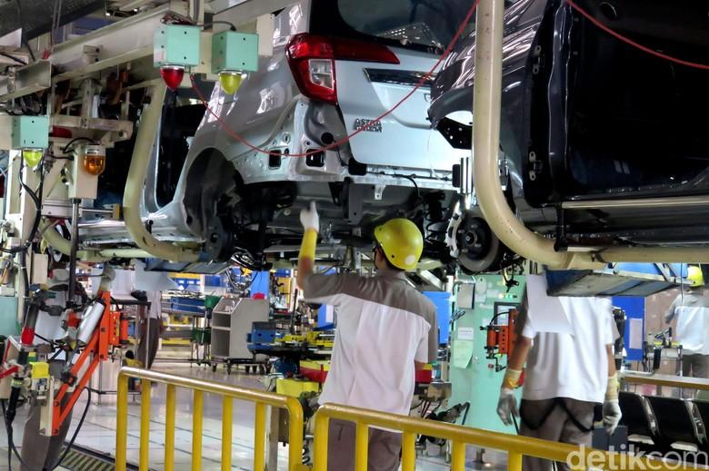 Daihatsu memproduksi Toyota Calya dan Sigra di Karawang, tepatnya di Kawasan Industri Surya Cipta, Jl. Surya Pratama Blok I Kav. 50. Yuk kita intip seperti apa pabrik ini.