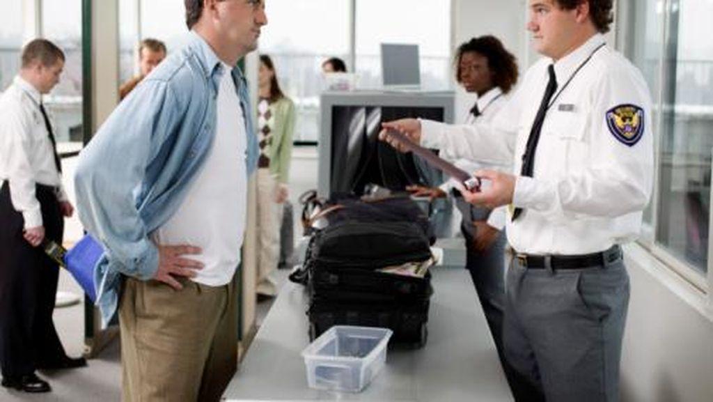 Fakta Uang Koin yang Tercecer di Bandara