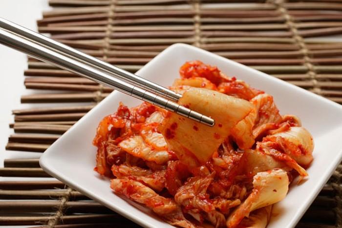 Kubis dan selada adalah sayuran yang menjadi bahan utama pembuatan kimchi. Riset menunjukkan kubis dan selada dapat menjaga kesehatan jantung dan pembuluh darah, serta menurunkan kadar kolesterol. (Foto: thinkstock)
