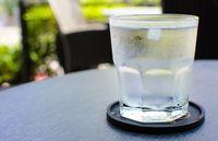 Minum Air Es Usai Makan Katanya Bisa Bikin Tubuh Gendut, Benarkah?