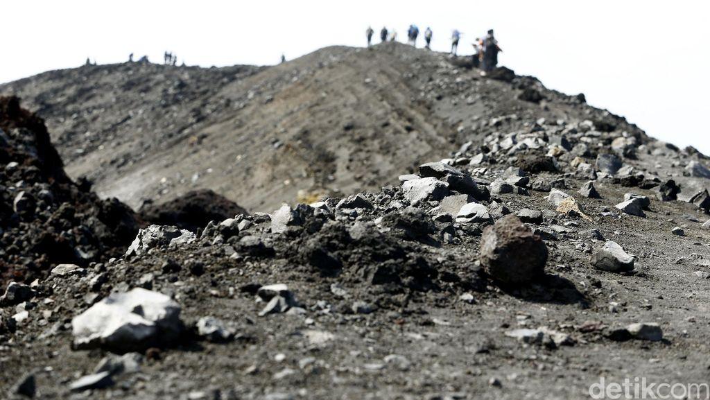Bencana Tak Melunturkan Keindahan Gunung Krakatau