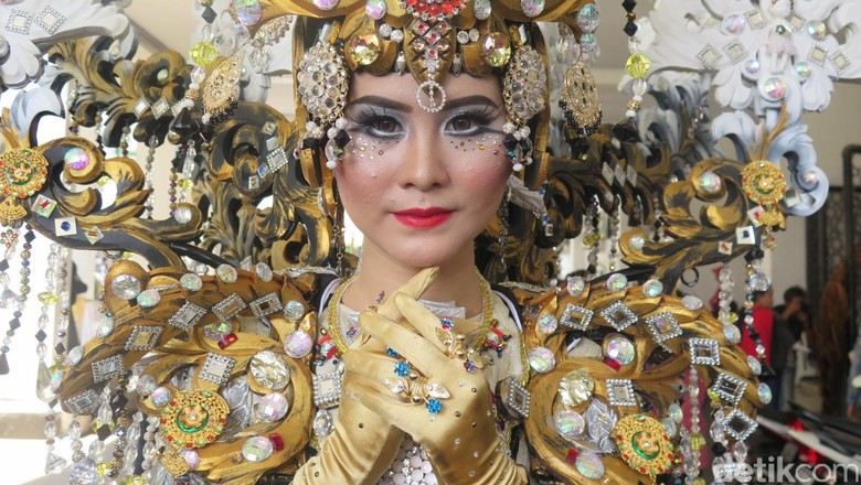 Pagelaran kostum di Jember Fashion Carnaval (Daniel Ngantung/detikTravel)