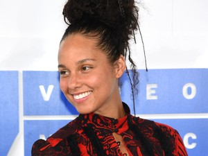 Alicia Keys Larang Anak-anaknya Nonton atau Baca Cerita Putri Salju