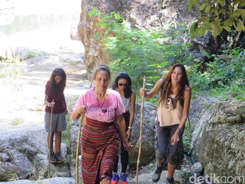 Menelusuri Air Terjun Cunca Wulang Lokasi Syuting Labuan Hati