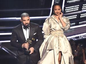Duh! Hubungan Rihanna dan Drake Memburuk