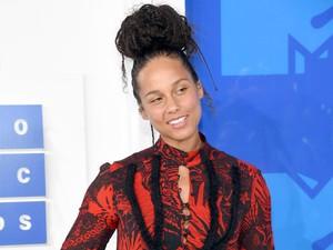 Lagi, Alicia Keys Tampil Tanpa Makeup di MTV VMA 2016