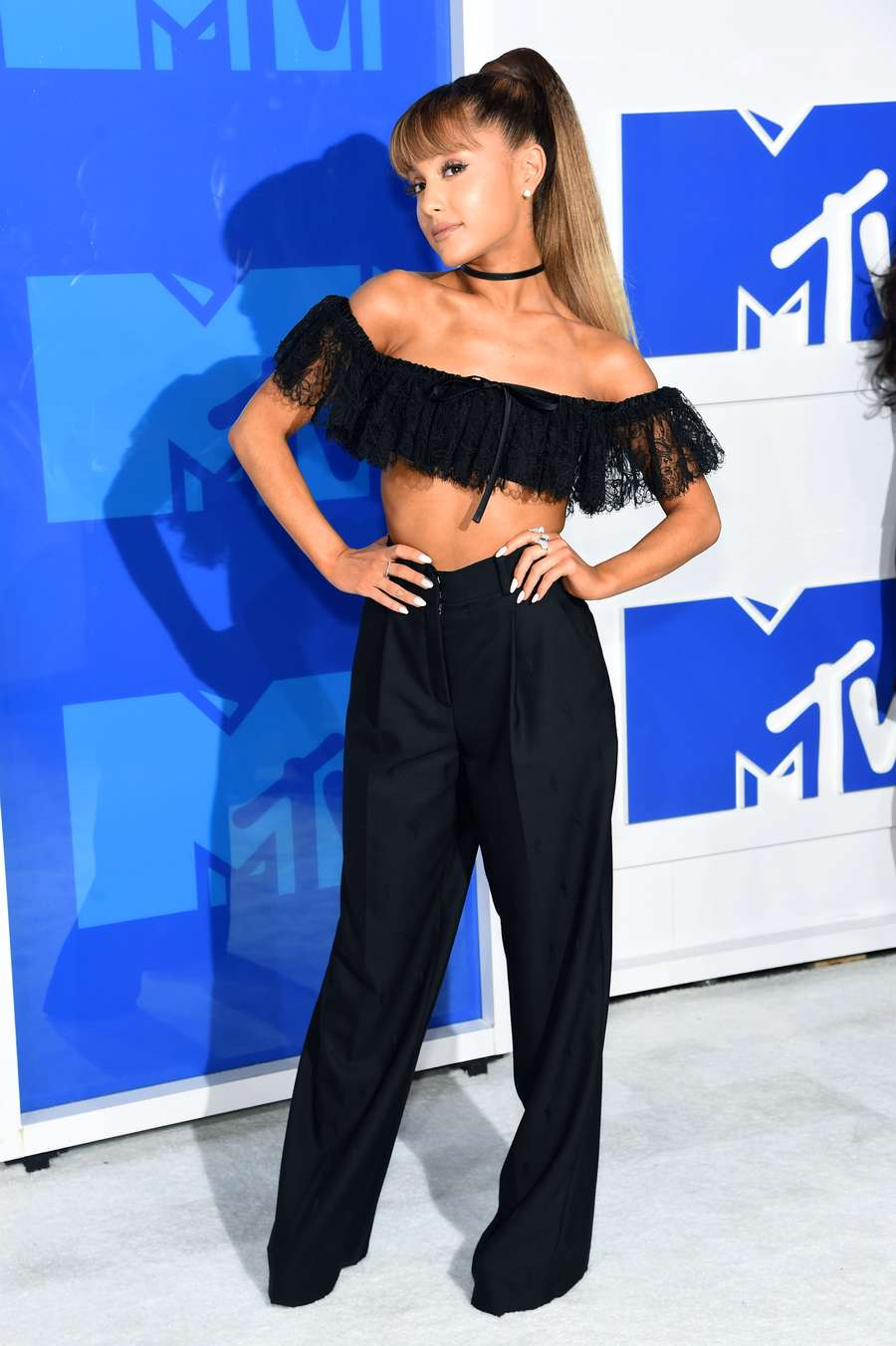 Parade Seleb Seksi di MTV Video Music Awards 2016