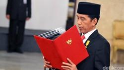 Dilantik Jokowi, 9 Gubernur Jalan Kaki dari Istana Merdeka ke Istana Negara
